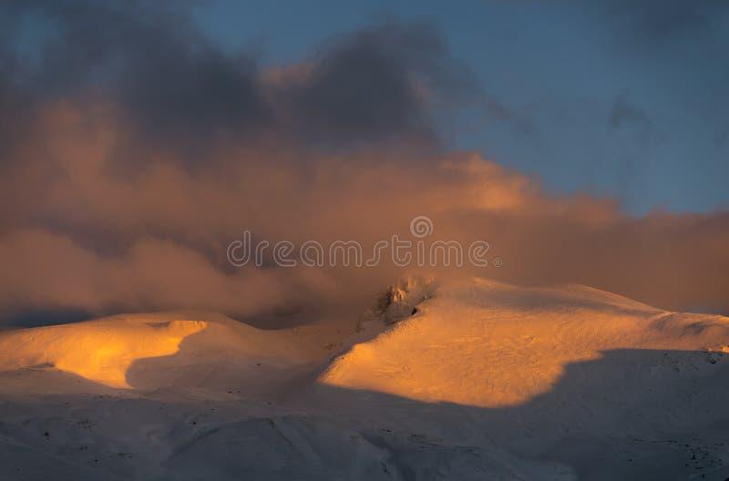 Χιονώδη βουνά Uludag στοκ εικόνες