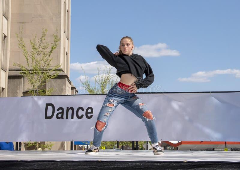 Χιπ χοπ κοριτσιών εφήβων που χορεύει στο Saint-Louis για την εθνική εβδομάδα χορού στοκ εικόνα