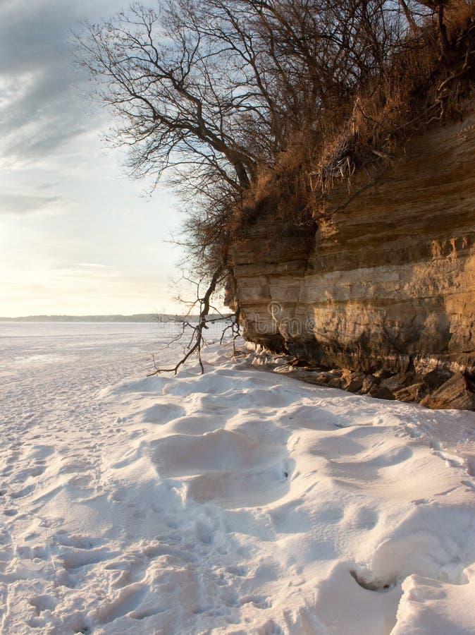 Χιόνι και απότομος βράχος στοκ φωτογραφίες με δικαίωμα ελεύθερης χρήσης