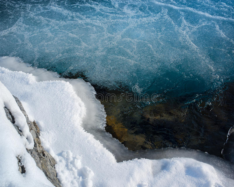 Χιόνι και πάγος νερού στοκ φωτογραφίες