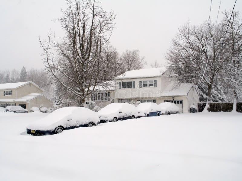 Download χιόνι μερών στοκ εικόνες. εικόνα από θαμμένος, θύελλα, driveway - 525848