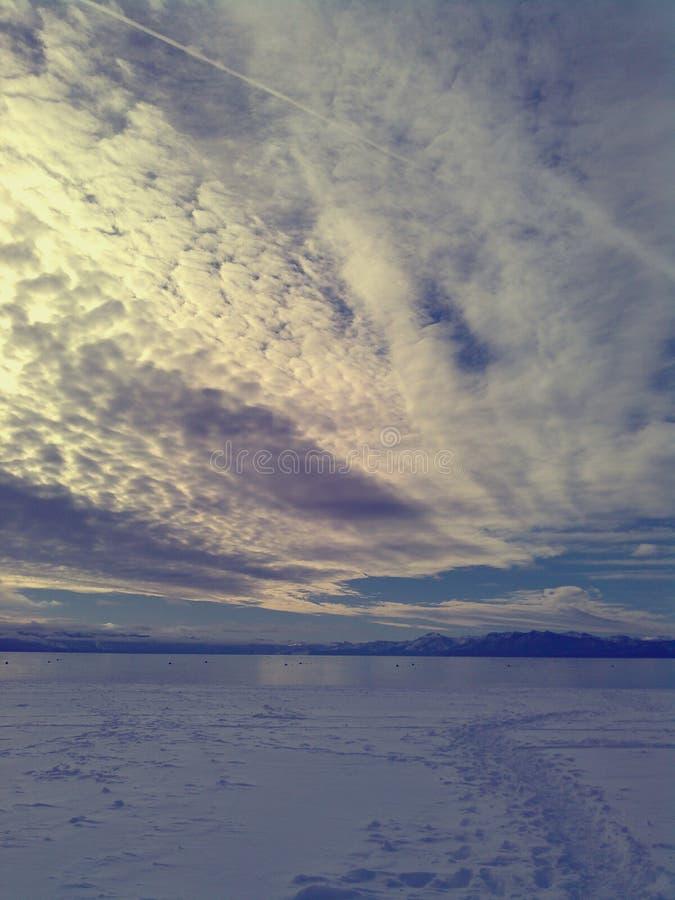 Χιόνι & ουρανός στοκ εικόνες με δικαίωμα ελεύθερης χρήσης