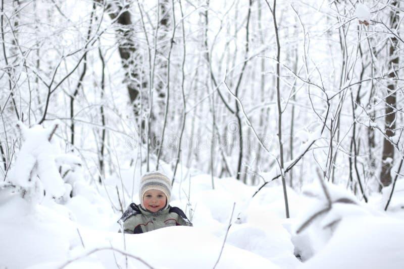 χιόνι παιδιών στοκ φωτογραφία με δικαίωμα ελεύθερης χρήσης