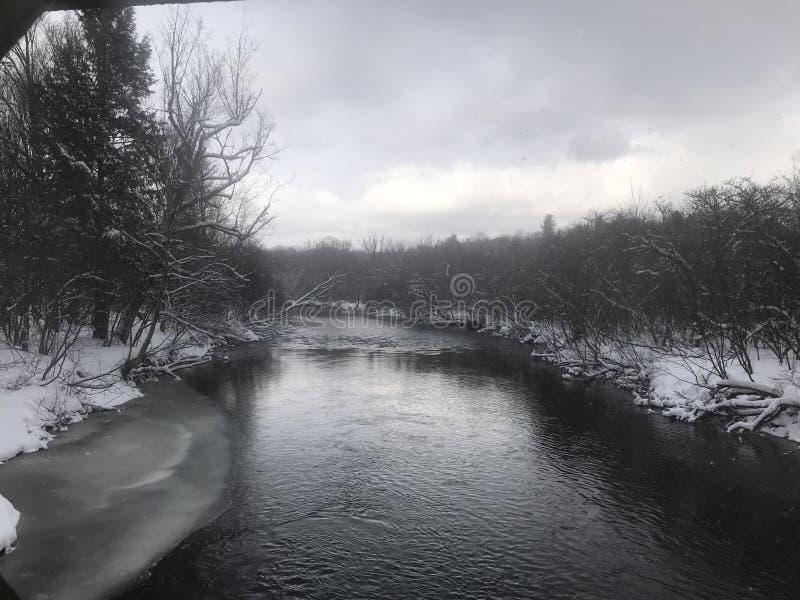 χιόνι ποταμών φύσης σύνθεσης μαλακά στοκ φωτογραφίες με δικαίωμα ελεύθερης χρήσης