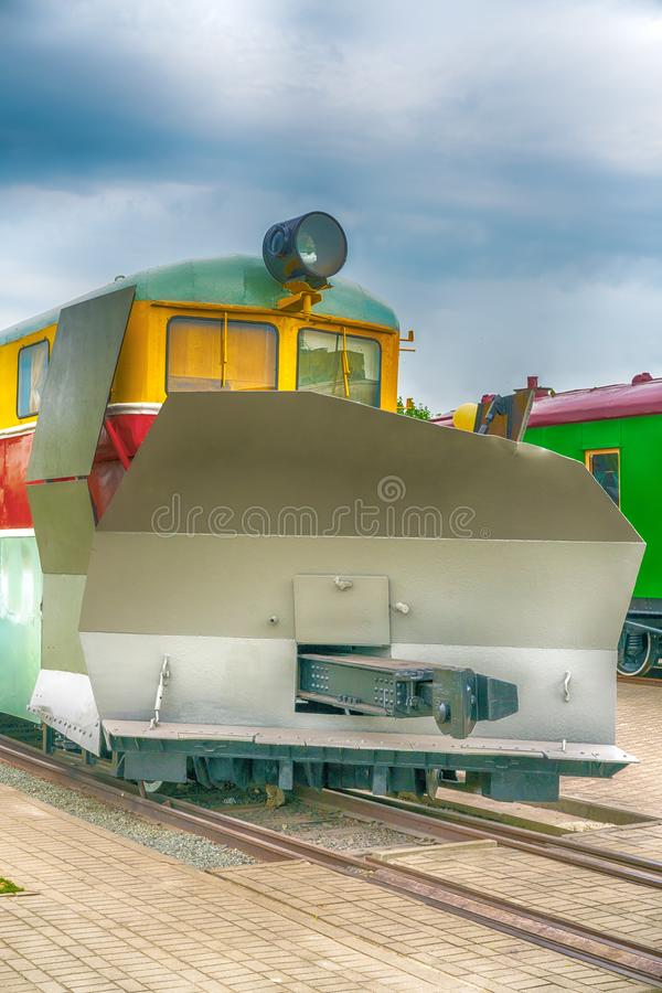 Χιόνι που καθαρίζει το κινητήριο, ειδικό τραίνο για την αφαίρεση χιονιού στοκ εικόνα με δικαίωμα ελεύθερης χρήσης