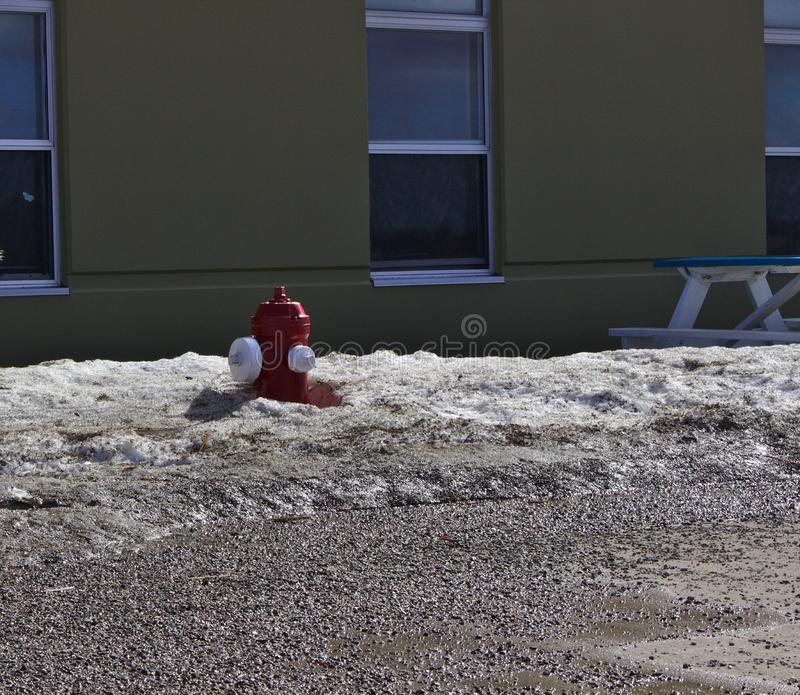 Χιόνι στομίων υδροληψίας πυρκαγιάς στοκ εικόνα με δικαίωμα ελεύθερης χρήσης