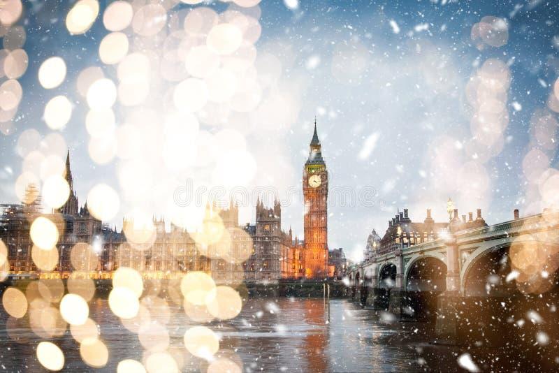 χιόνι στο λονδίνο - χειμώνας στην πόλη στοκ εικόνες