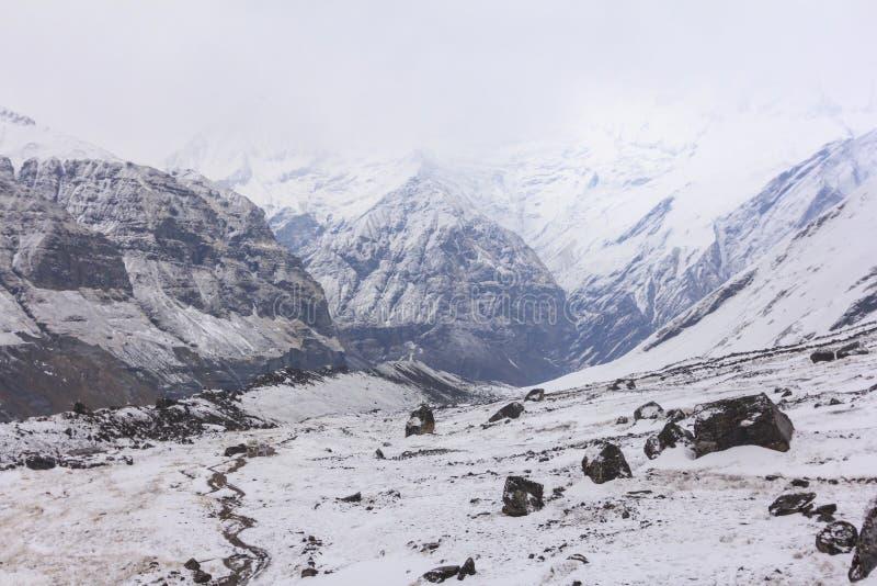 Χιόνι στο στρατόπεδο βάσεων βουνών του Ιμαλαίαυ Annapurna, Νεπάλ στοκ φωτογραφίες με δικαίωμα ελεύθερης χρήσης