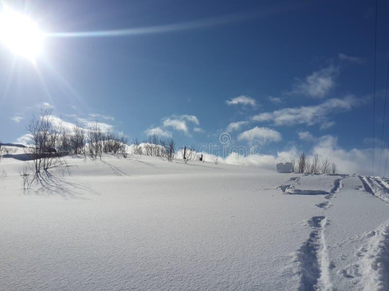 Χιόνι, χειμώνας, ήλιος, μεγάλες απόψεις που βρίσκονται στη χερσόνησο κόλα το χειμώνα, φύση στοκ φωτογραφίες