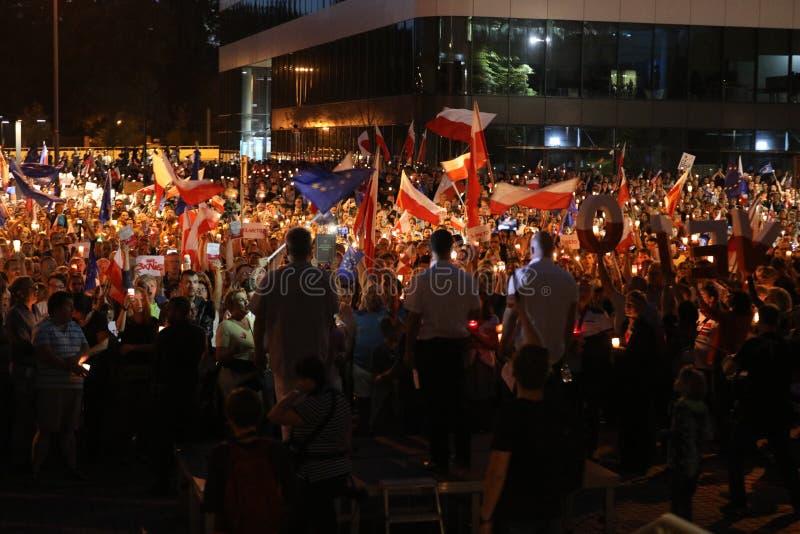 Χιλιάδες κυβερνητικοί αντίπαλοι διαμαρτυρήθηκαν στην Κρακοβία ενάντια στις νέες δικαστικές μεταρρυθμίσεις και τα μελλοντικά σχέδι στοκ εικόνες με δικαίωμα ελεύθερης χρήσης