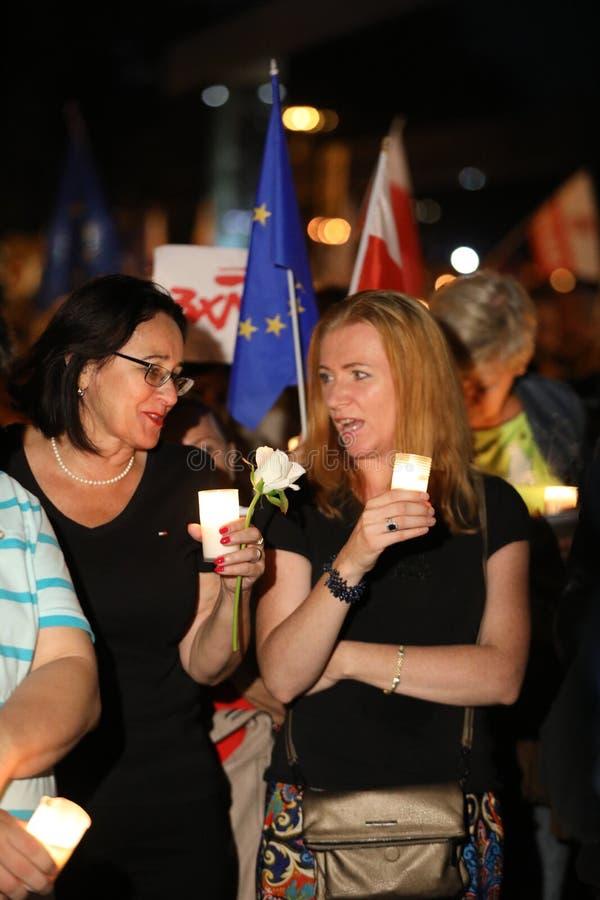 Χιλιάδες κυβερνητικοί αντίπαλοι διαμαρτυρήθηκαν στην Κρακοβία ενάντια στις νέες δικαστικές μεταρρυθμίσεις και τα μελλοντικά σχέδι στοκ φωτογραφίες