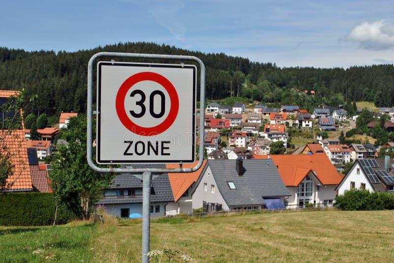 30 χιλιόμετρα ανά ζώνη ώρας - όριο ταχύτητας στοκ φωτογραφίες