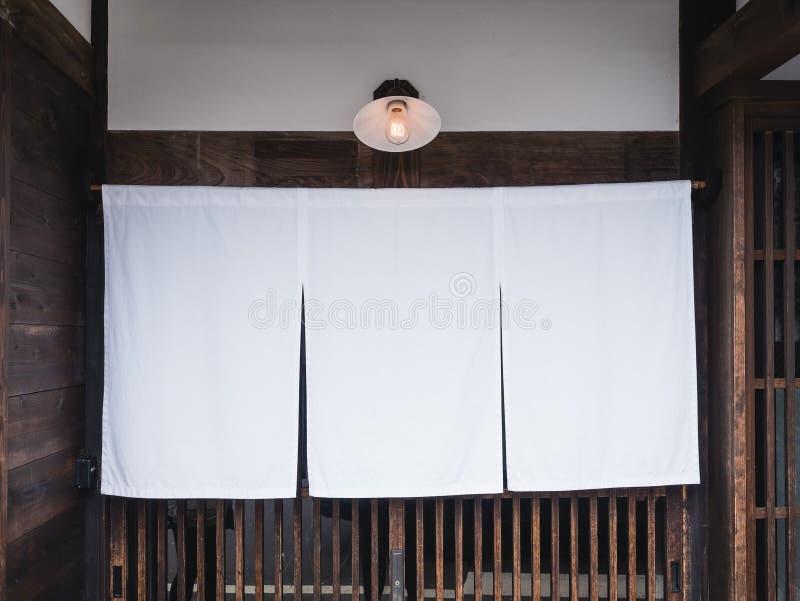 Χλεύη επάνω στο παραδοσιακούς εστιατόριο και το φραγμό ύφους καταστημάτων της Ιαπωνίας στοκ φωτογραφίες με δικαίωμα ελεύθερης χρήσης