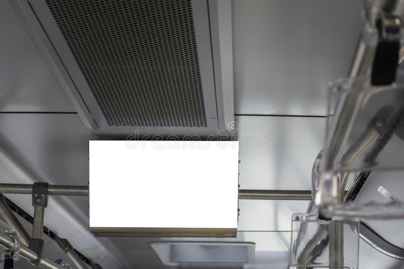 Χλεύη επάνω Σύγχρονο λεωφορείο πόλεων με τις κενές οθόνες πληροφοριών κάτω από το ανώτατο όριο στοκ φωτογραφία με δικαίωμα ελεύθερης χρήσης