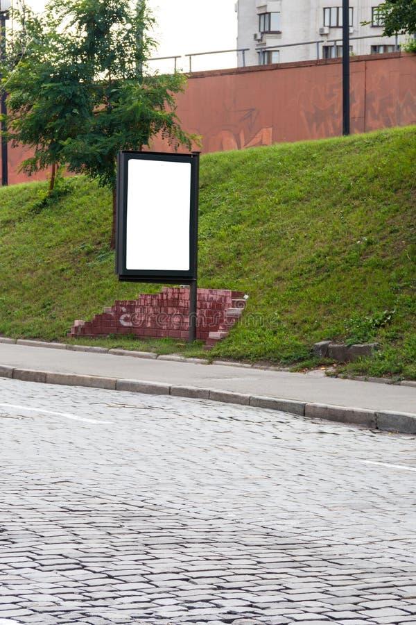 Χλεύη επάνω του ελαφριού κιβωτίου στην οδό της μητροπολιτικής πόλης για τη διαφήμισή σας κενό διάστημα αντιγράφων πιν στοκ εικόνα