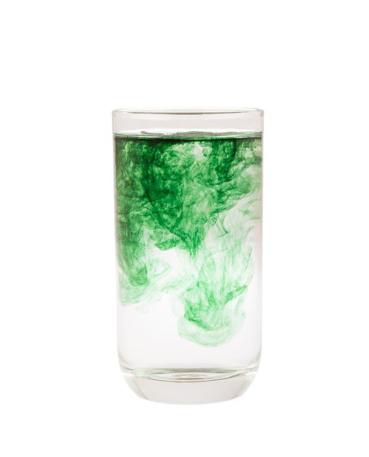 Χλωροφύλλη στο γυαλί που απομονώνεται στο λευκό στοκ εικόνες με δικαίωμα ελεύθερης χρήσης