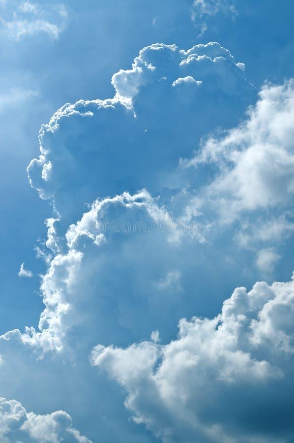 Download Χνουδωτή λεπτομέρεια σύννεφων στον ήλιο Στοκ Εικόνες - εικόνα από άσπρος, φως: 62713428