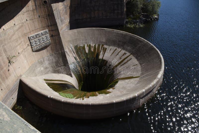 Χοάνη νερού φραγμάτων SAN Roque στη βίλα Carlos Paz, Κόρδοβα, Αργεντινή στοκ φωτογραφίες με δικαίωμα ελεύθερης χρήσης