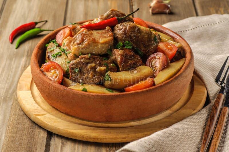 Χοιρινό κρέας και πατάτα στοκ φωτογραφία με δικαίωμα ελεύθερης χρήσης