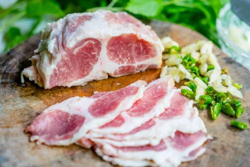 χοιρινό κρέας που τεμαχίζ&eps στοκ φωτογραφία