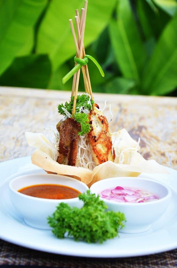 Χοιρινό κρέας Satay στη σάλτσα φυστικιών στοκ εικόνες