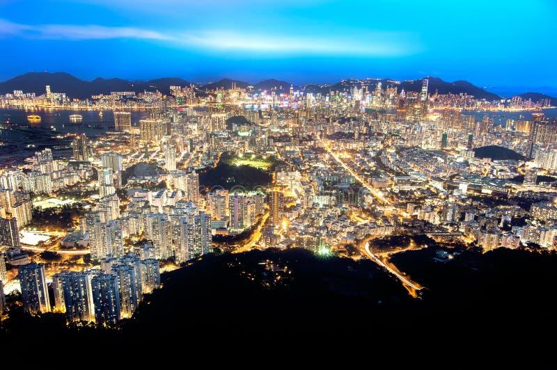 Χονγκ Κονγκ και Kowloon τή νύχτα όπως βλέπει από το βράχο λιονταριών στοκ φωτογραφίες με δικαίωμα ελεύθερης χρήσης