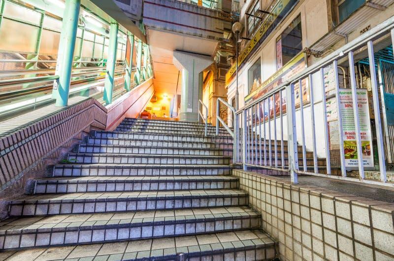 ΧΟΝΓΚ ΚΟΝΓΚ - 7 ΜΑΐΟΥ 2014: Κυλιόμενες σκάλες κεντρικός-μέσος-επιπέδων τη νύχτα στοκ εικόνες