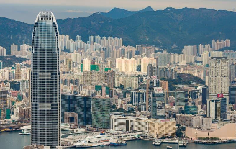 Χονγκ Κονγκ, πανόραμα οριζόντων της Κίνας από πέρα από την αιχμή Βικτώριας στοκ εικόνα