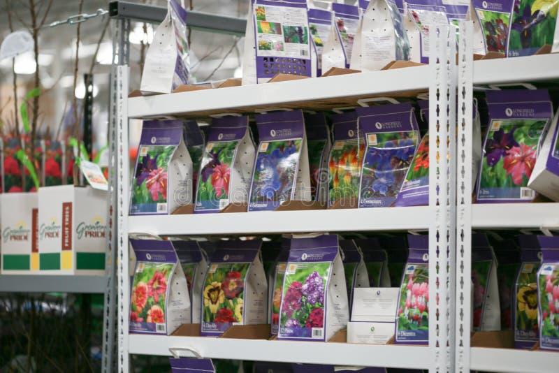 Χονδρικός διάδρομος αγορών αποθηκών εμπορευμάτων Costco για τα λουλούδια στοκ φωτογραφία με δικαίωμα ελεύθερης χρήσης