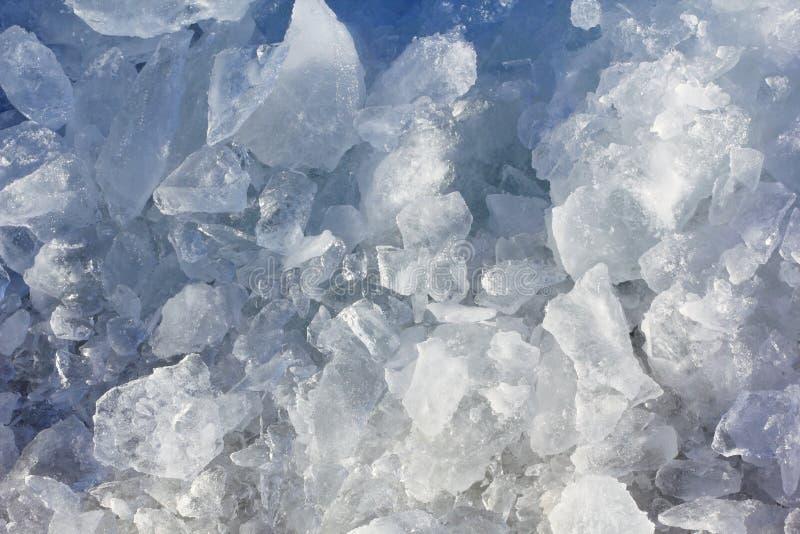 Χοντρά κομμάτια πάγου στη φύση στοκ φωτογραφία