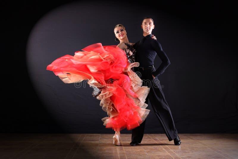 Χορευτές στην αίθουσα χορού στοκ εικόνες