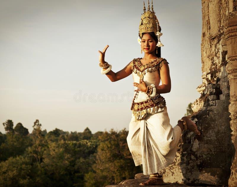 Χορευτές Aspara σε Angkor Wat στοκ φωτογραφίες