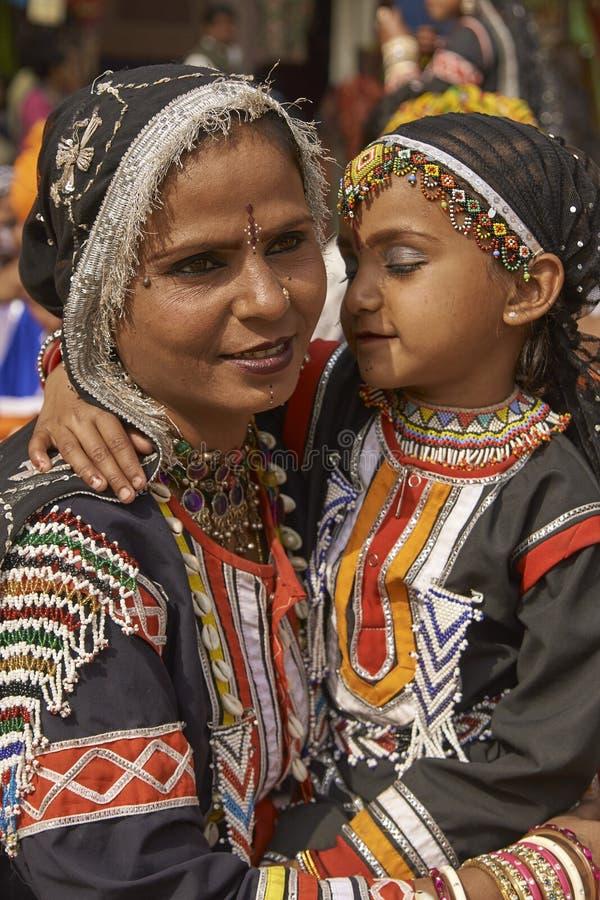 Χορευτές Kalbelia στην έκθεση Sarujkund κοντά στο Δελχί, Ινδία στοκ εικόνα