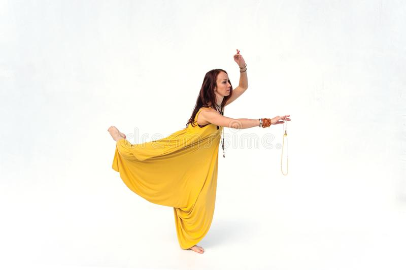 Χορευτής γιόγκας με Mala στοκ εικόνα