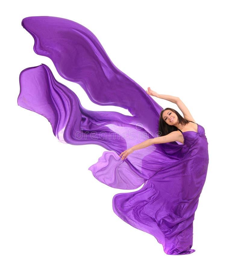 Χορευτής γυναικών στο πορφυρό σατέν στοκ εικόνα με δικαίωμα ελεύθερης χρήσης