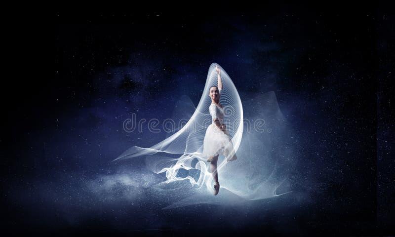 Χορευτής μπαλέτου στο άλμα στοκ φωτογραφία
