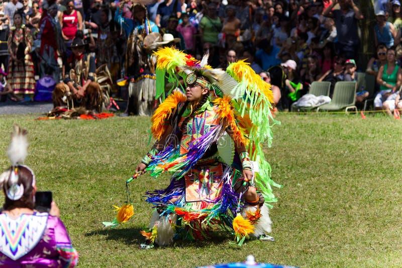 Χορευτής νεαρών άνδρων σε το 2017 Kahnawake Pow wow στοκ φωτογραφία με δικαίωμα ελεύθερης χρήσης