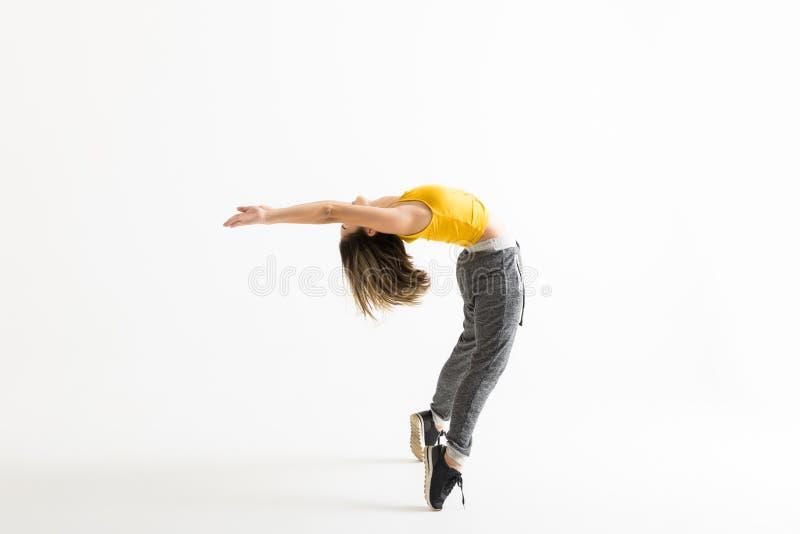 Χορευτής χιπ χοπ που κάνει Backbend στεμένος tiptoe στοκ φωτογραφίες με δικαίωμα ελεύθερης χρήσης