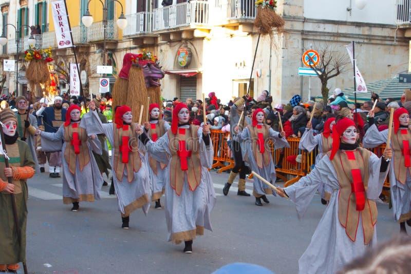Χορεύοντας άνθρωποι στο παραδοσιακό φεστιβάλ στην Ιταλία στοκ φωτογραφίες με δικαίωμα ελεύθερης χρήσης