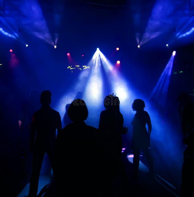 χορεύοντας έφηβοι σκιαγ στοκ εικόνες