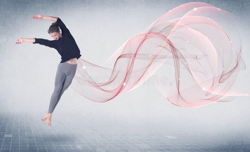 Χορεύοντας καλλιτέχνης απόδοσης μπαλέτου με τον αφηρημένο στρόβιλο στοκ εικόνες