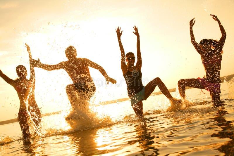 χορεύοντας νεολαίες αν στοκ φωτογραφίες με δικαίωμα ελεύθερης χρήσης