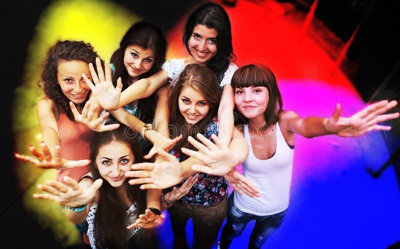 χορεύοντας νεολαίες νύχ& στοκ φωτογραφία με δικαίωμα ελεύθερης χρήσης