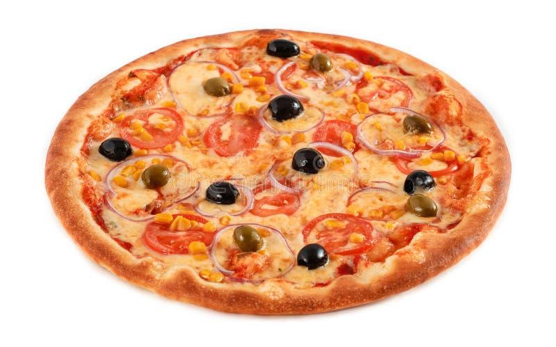 Χορτοφάγος πιτσών τις ντομάτες, το καλαμπόκι, το κρεμμύδι, τις πράσινες και μαύρες ελιές που απομονώνονται με στο λευκό, κινηματο στοκ φωτογραφίες με δικαίωμα ελεύθερης χρήσης