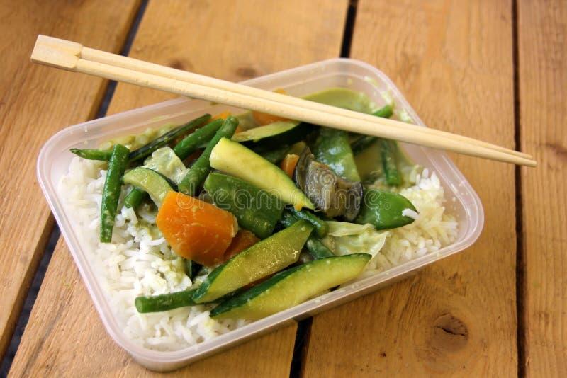 Χορτοφάγο ταϊλανδικό take-$l*away πιάτο τροφίμων στοκ φωτογραφίες με δικαίωμα ελεύθερης χρήσης