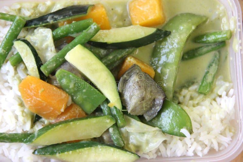 Χορτοφάγο ταϊλανδικό take-$l*away πιάτο τροφίμων στοκ εικόνες