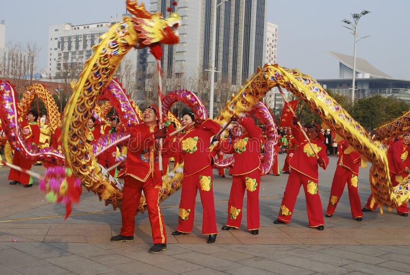 Χορός δράκων Εορτασμός φεστιβάλ άνοιξη παραδοσιακού κινέζικου στοκ φωτογραφίες
