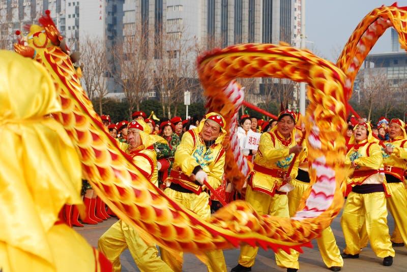 Χορός δράκων Εορτασμός φεστιβάλ άνοιξη παραδοσιακού κινέζικου στοκ φωτογραφία με δικαίωμα ελεύθερης χρήσης