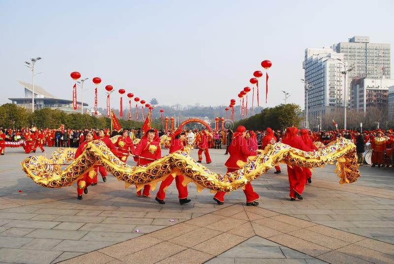 Χορός δράκων Εορτασμός φεστιβάλ άνοιξη παραδοσιακού κινέζικου στοκ εικόνες
