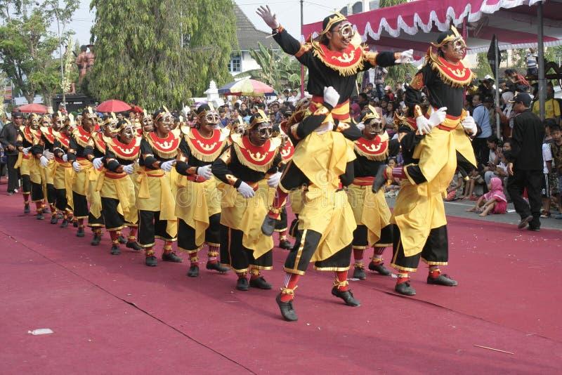 Download Χορός εκατοντάδων που οργανώνεται σε Sukoharjo Εκδοτική Εικόνες - εικόνα από each, μουσική: 62710331